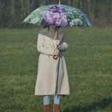 Regenschirm mit Blumen