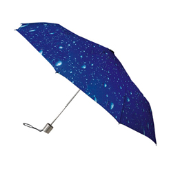 Taschenschirm mit Regentropfen